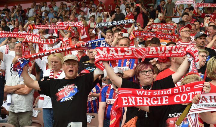 Fans im Stadion der Freundschaft