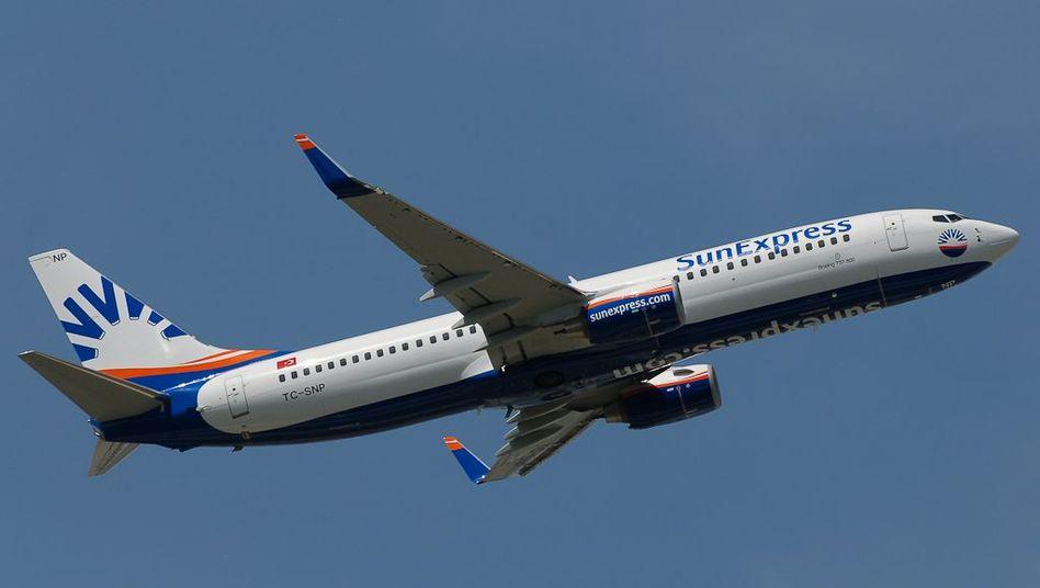 Boeing 737-800 der SunExpress (Archiv)