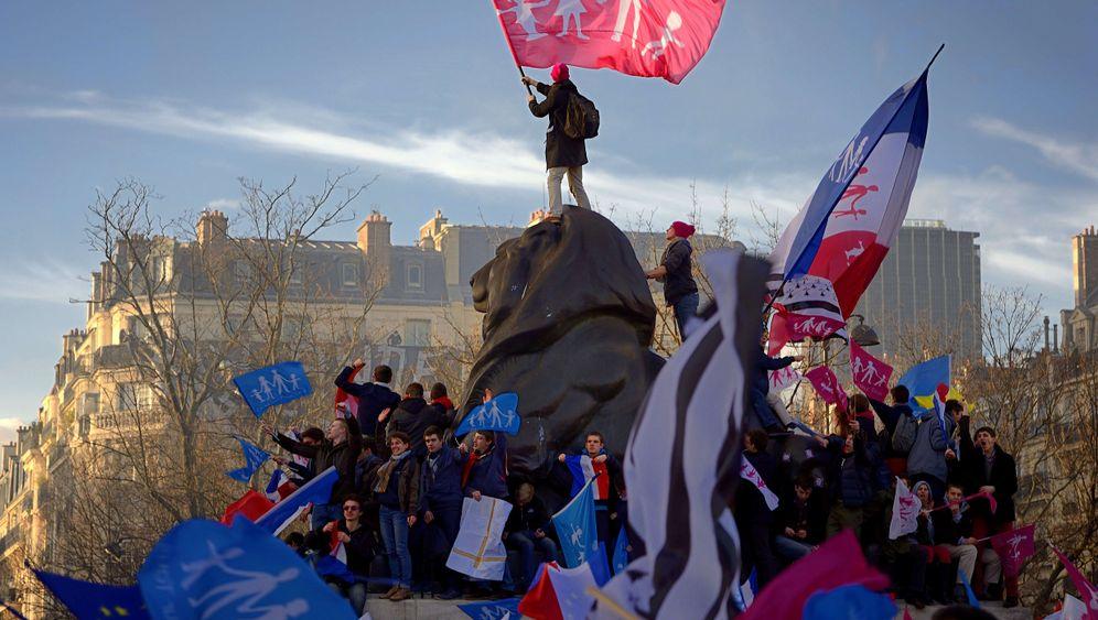 Proteste in Frankreich: Jakobinermützen und laute Parolen