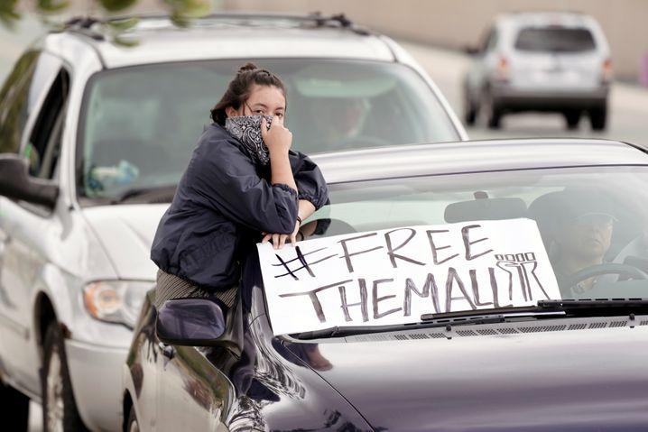 Hungerstreik fürs Überleben: Demonstrantin am Otay Mesa Detention Center, einem kalifornischen Einwanderungslager