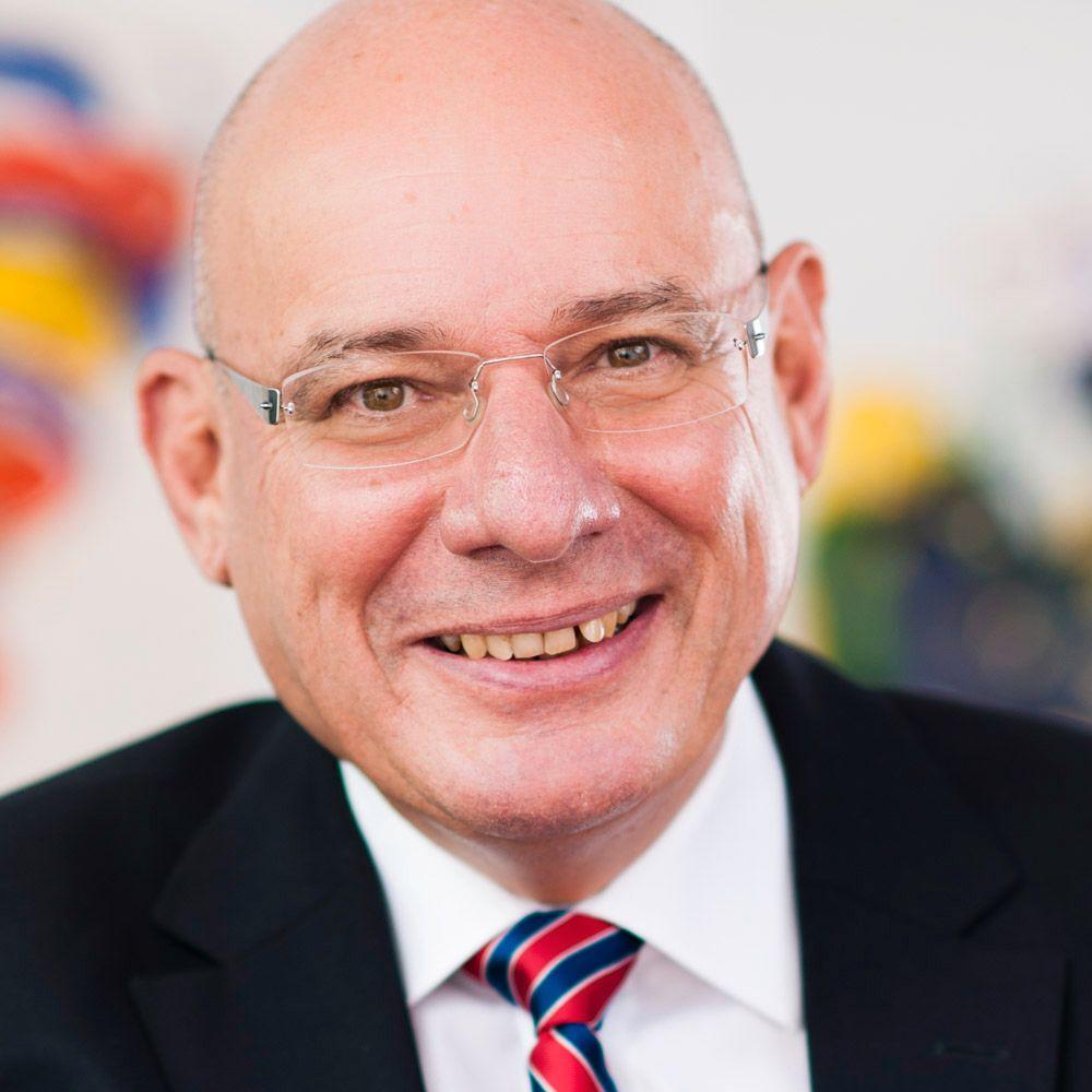 Prof. Manuel René Theisen