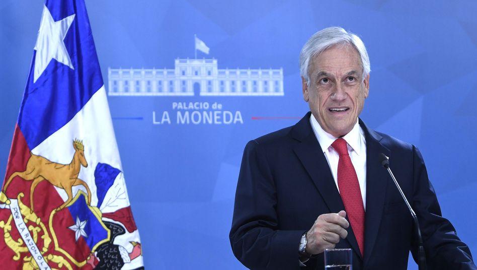 """Chiles Präsident Sebastián Piñera bei seiner Fernsehansprache: """"Mangel an Weitsicht"""""""