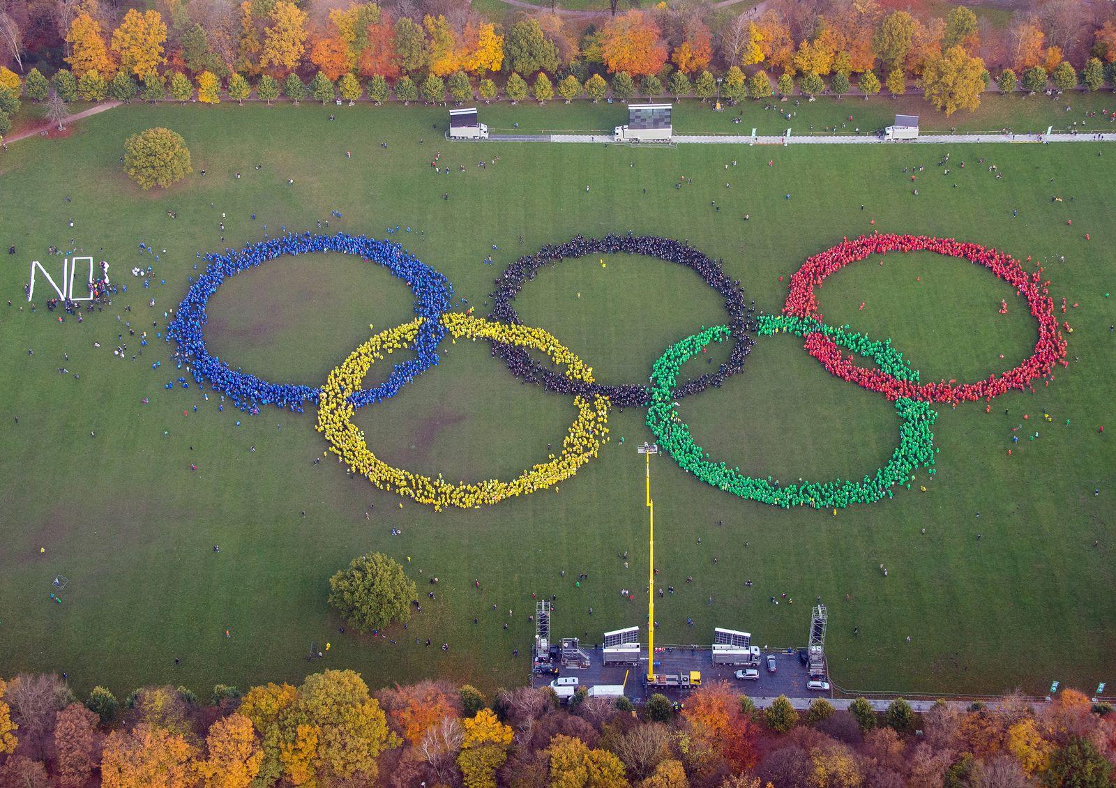 Aufstellung Olympischer Ringe in Hamburg