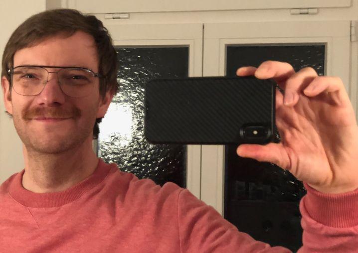 Mit Schnurrbart, damit ich aussehe »wie Opa«