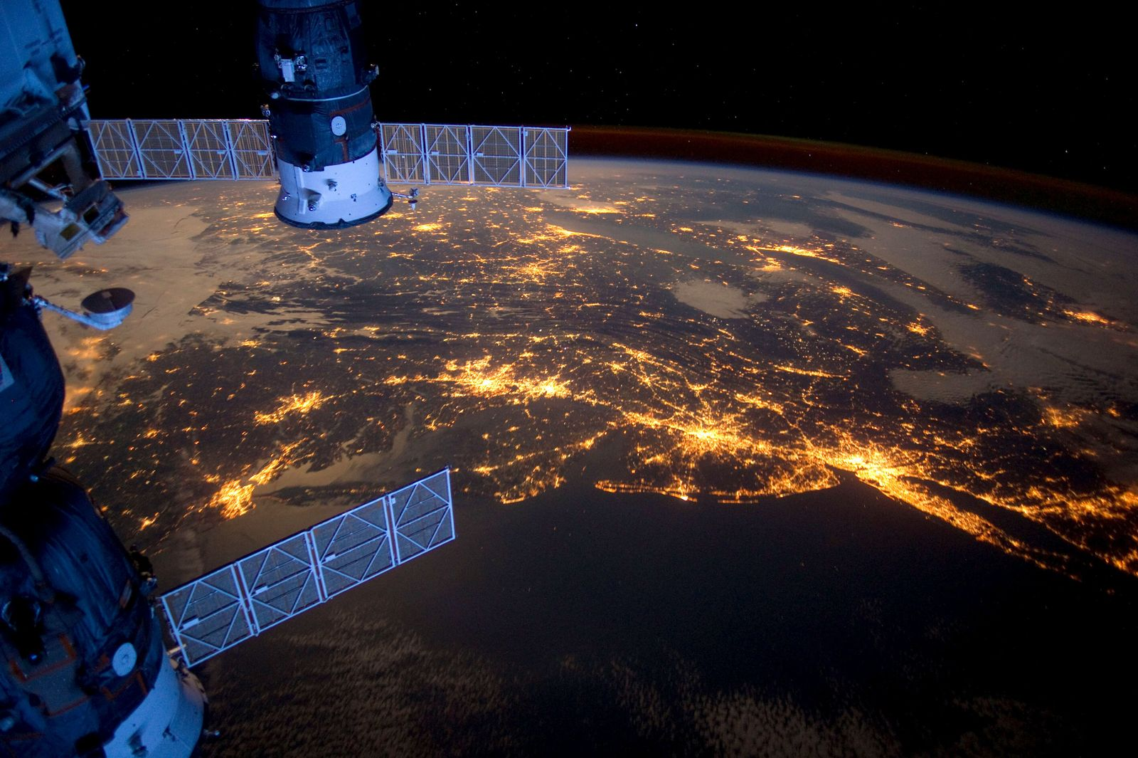 Die US-amerikanische Ostküste bei Nacht