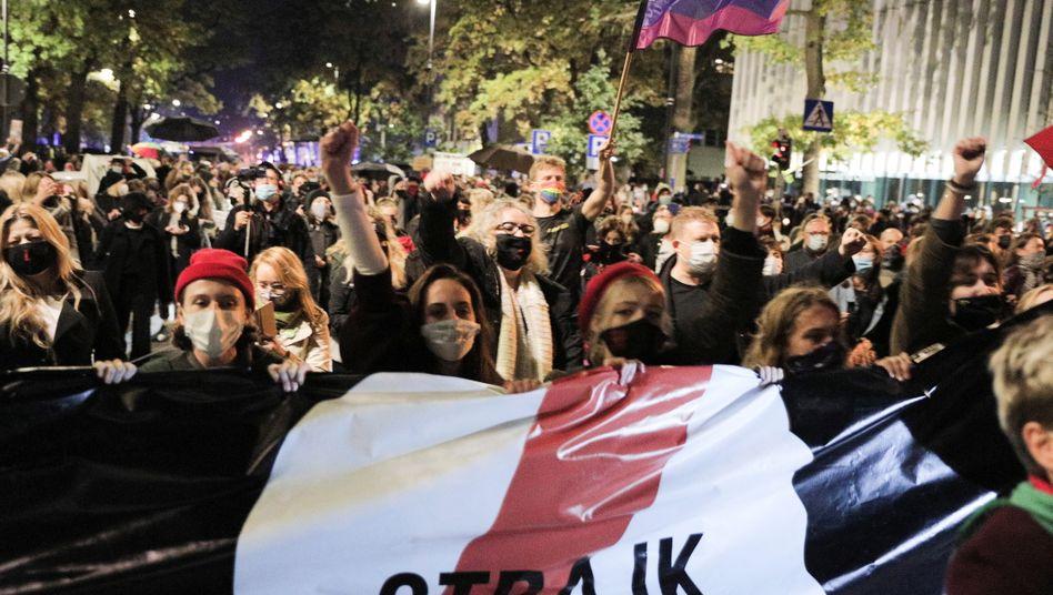 Frauenverbände rufen zum landesweiten Streik auf