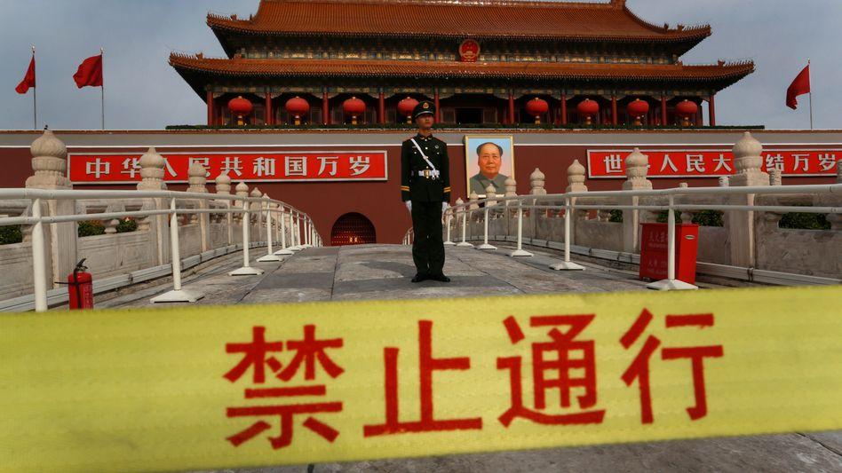 Polizist vor der Verbotenen Stadt in Peking: Deutsche sehen China skeptisch