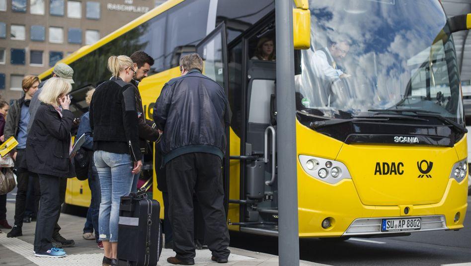 ADAC-Fernbus: Die Bustickets sind sehr viel billiger als die Bahnfahrkarten