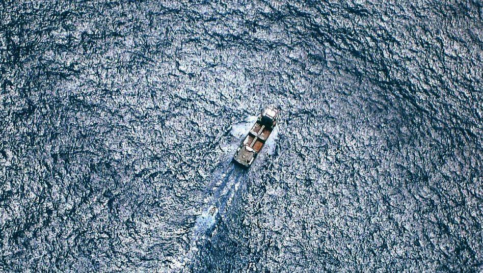 Frachtschiff auf hoher See (Symbolbild)