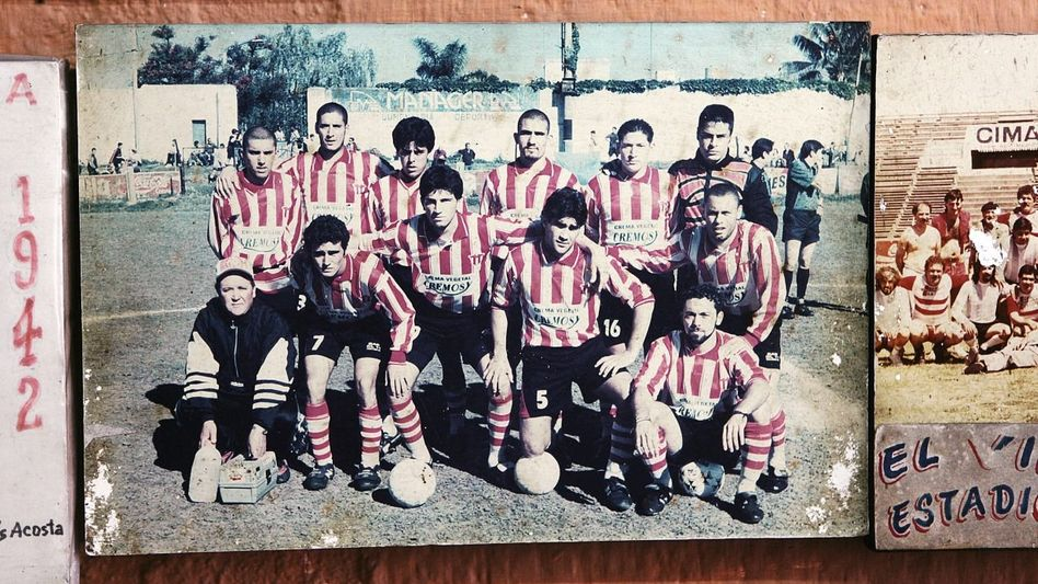 Teamfoto in der Vereinskneipe
