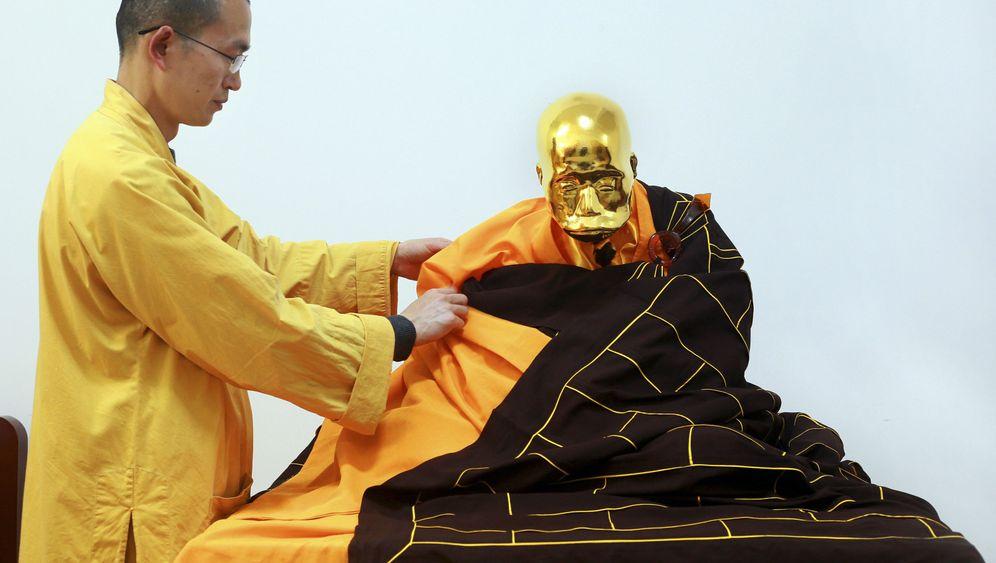 China: Mönch-Mumie in Blattgold
