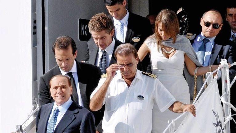 Schiffsreisender Berlusconi: »Silvio, treten Sie wieder an?«