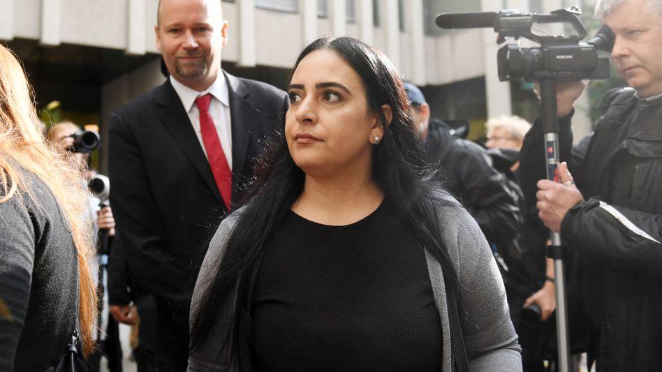 Gamze Kubaşık im Jahr 2018 vor Gericht: »Ich fordere Beate Zschäpe nun noch einmal auf, alle weiteren Täter und Helfer zu nennen«