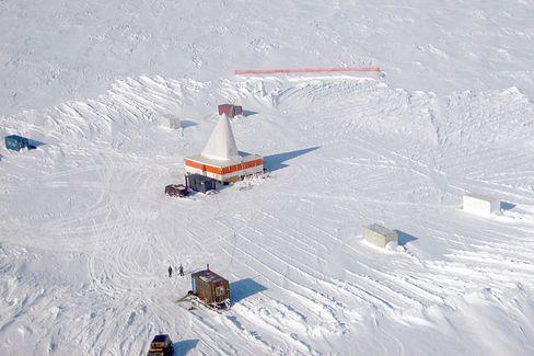 Bohrzelt auf dem gefrorenen Elgygytgynsee: Prognosen für die Klimazukunft