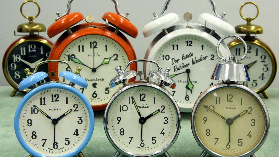 Wecker im Uhrenmuseum: Die Umstellung auf Sommerzeit raubt Menschen eine Stunde