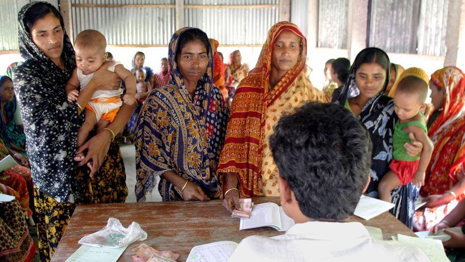 Kreditnehmer bei der Grameen Bank: Schuldenfalle Mikrokredit