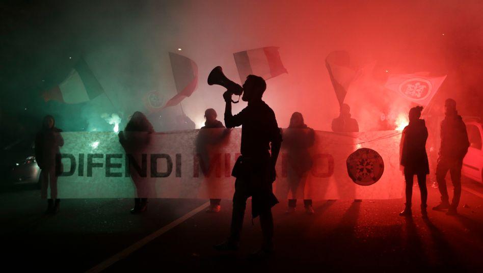 Rechtsextreme Casa-Pound-Mitglieder in Mailand
