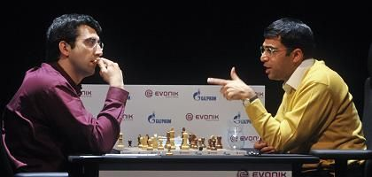"""Herausforderer Kramnik (l.): """"Es ergibt keinen Sinn, wie ein Idiot zu verlieren"""""""