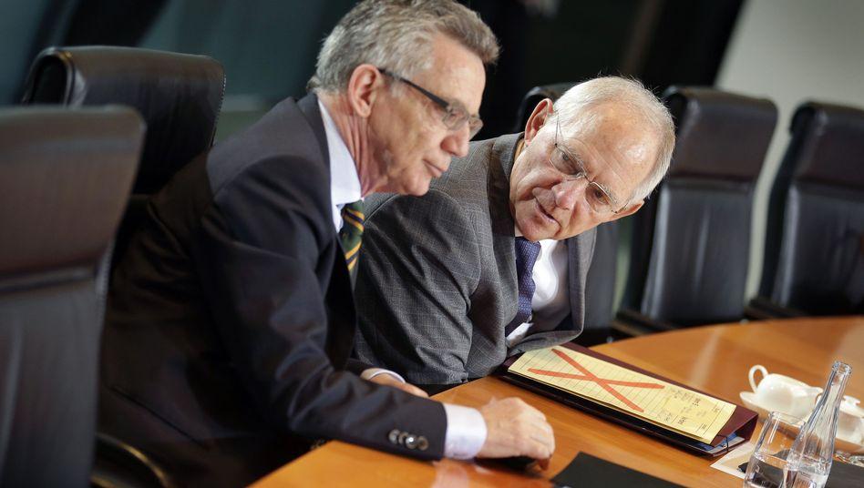 Innenminister Thomas de Maiziere und Wolfgang Schäuble: Gegen Merkel