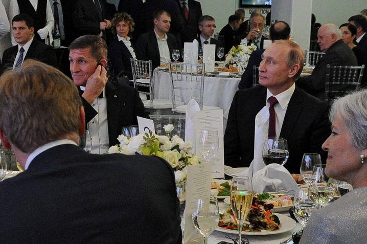Michael Flynn und Wladimir Putin im Dezember 2015 in Moskau