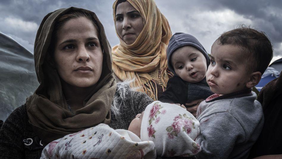 Geflohen vor dem Krieg in Nordsyrien, gestrandet auf Samos: Hazar Hassan und ihre Tochter (links)