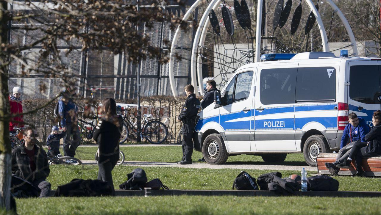 Bürgerrechte in der Coronakrise: Rendezvous mit dem Polizeistaat - DER SPIEGEL - Politik
