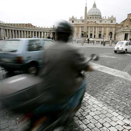 Verkehr auf dem Petersplatz in Rom: CO2-Ausstoß künftig ausgeglichen