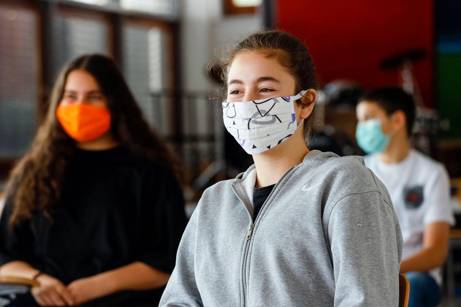 19.05.2020, Duesseldorf, Nordrhein-Westfalen, Deutschland - Realschule Benzenberg anlaesslich der Wiederaufnahme des Sch