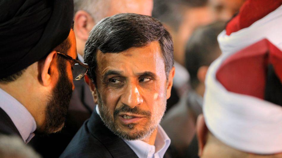 Ahmadinedschad in Kairo: Schuhwerfer attackierte den iranischen Präsidenten