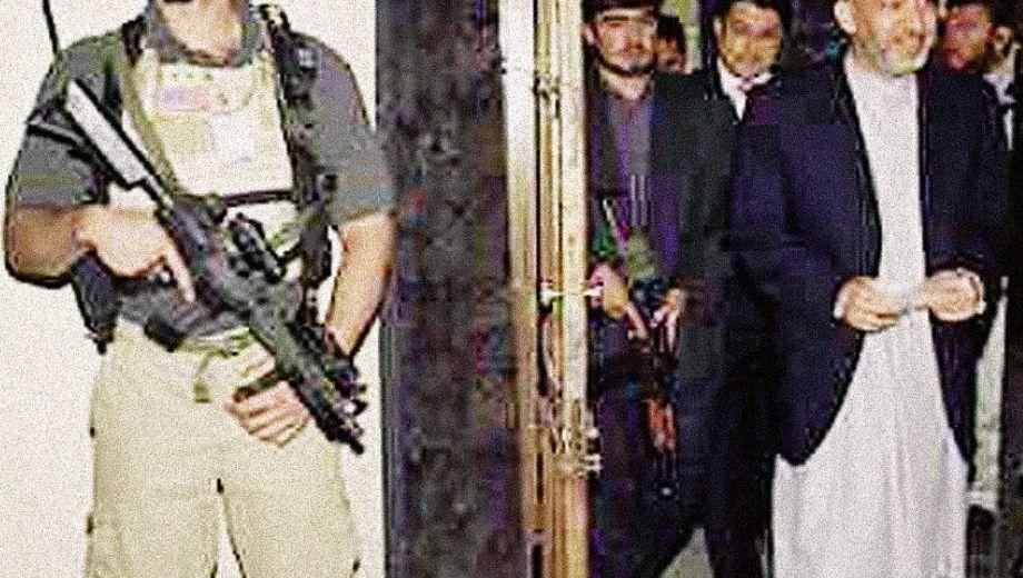 Präsident Karzai (r.), Personenschützer: Alarm: aus: Pullach