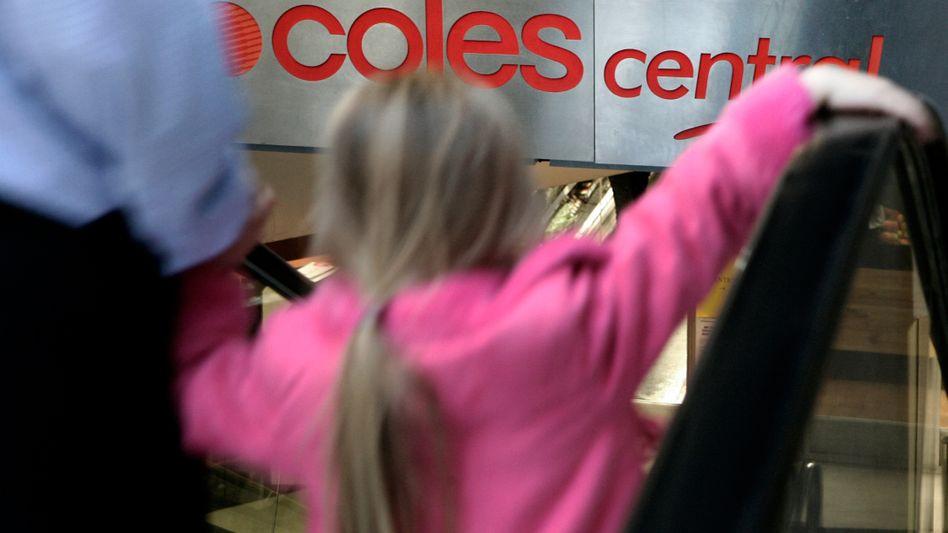 Kunden in einem Coles-Supermarkt: Werbeschilder täuschten Kunden