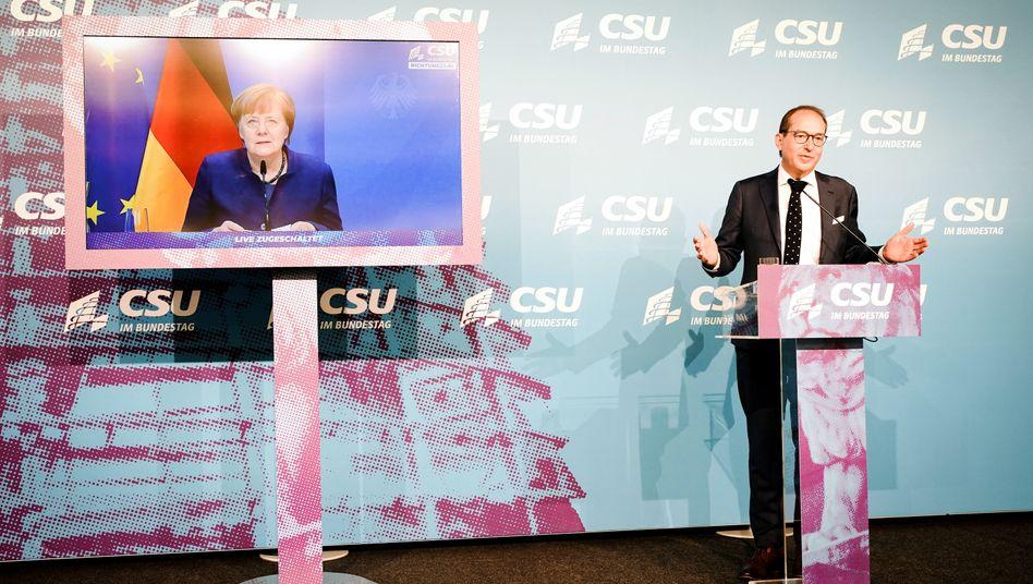 Zugeschaltete Kanzlerin Merkel mit CSU-Landesgruppenchef Dobrindt: Verhältnis der Parteien »ein lebendiges Buch«