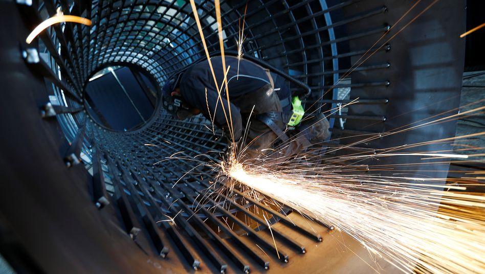 In einer Firma für Maschinenbau: Industrielle Wertschöpfung macht nach wie vor ein Fünftel der Wirtschaftsleistung in Deutschland aus