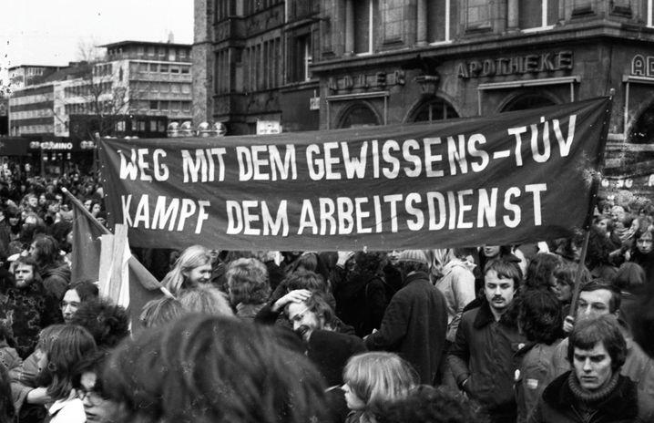 Immer wieder stand die »Gewissensprüfung« für Kriegsdienstverweigerer in der Kritik, hier eine Demonstration von 1978