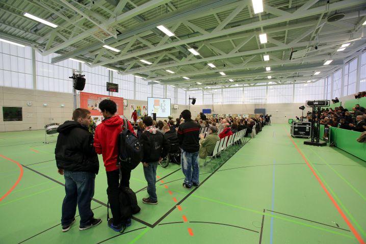Eröffnung der neuen Quartierssporthalle auf dem Campus Rütli im November 2012