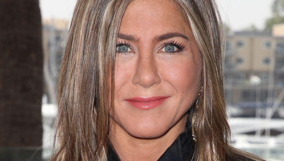 Jennifer Aniston: Geburtstagsfeier mit Federstab