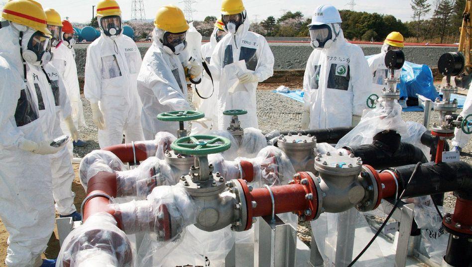 Inspektion in Fukushima (Bild vom 13. April): Seit Mitte März mindestens acht Vorfälle