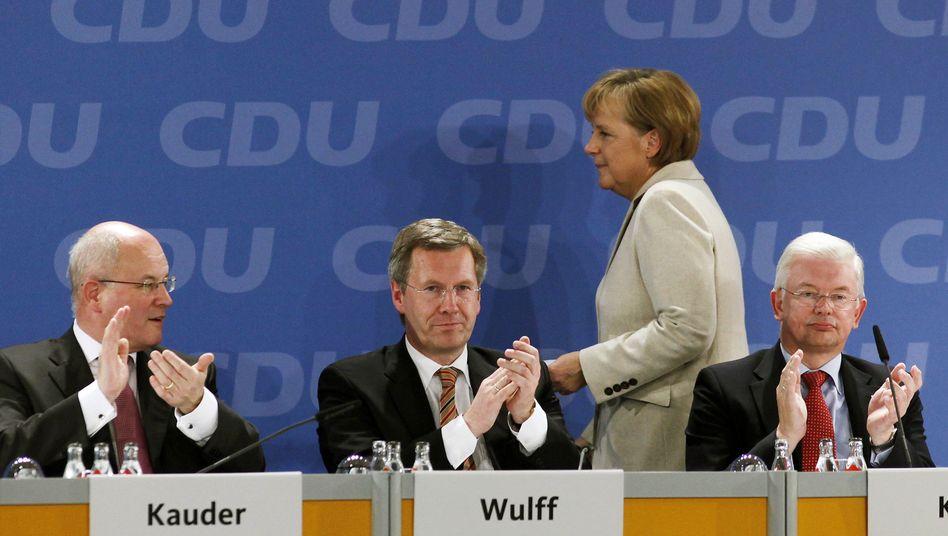 """Kanzlerin Merkel, CDU-Ministerpräsidenten Wulff, Koch: """"An der oberen Grenze dessen, was man riskieren kann"""""""