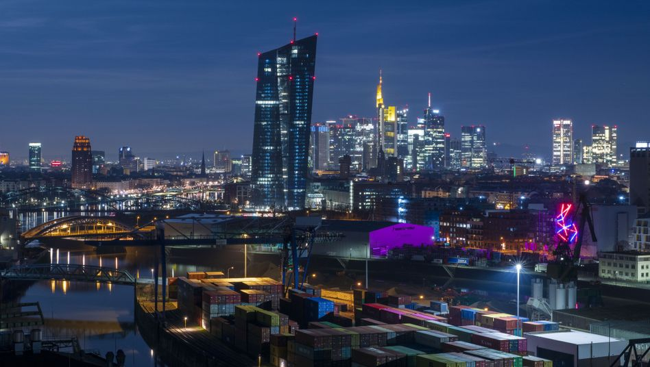 """EZB-Zentrale in Frankfurt: """"Brutale Umverteilung"""" von Privat zum Staat?"""