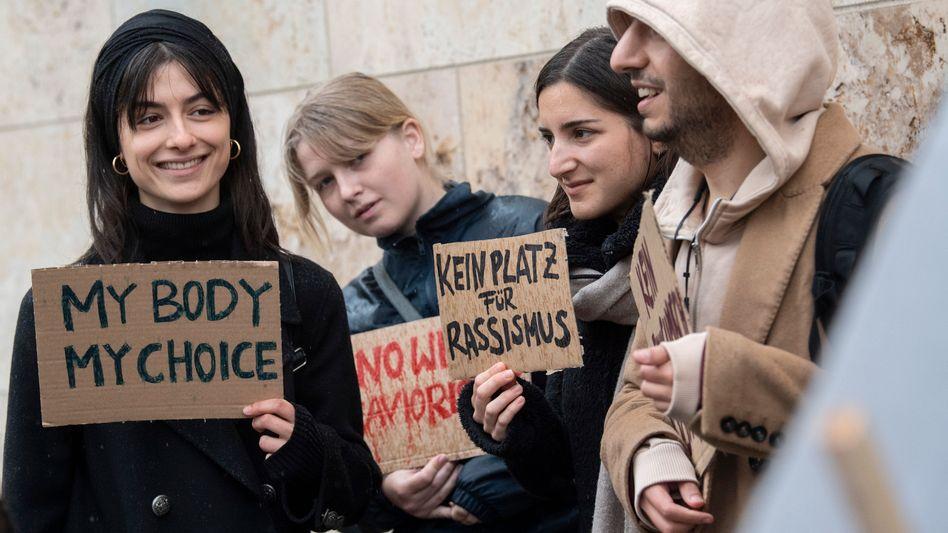 Protest gegen Kopftuchkonferenz in Frankfurt