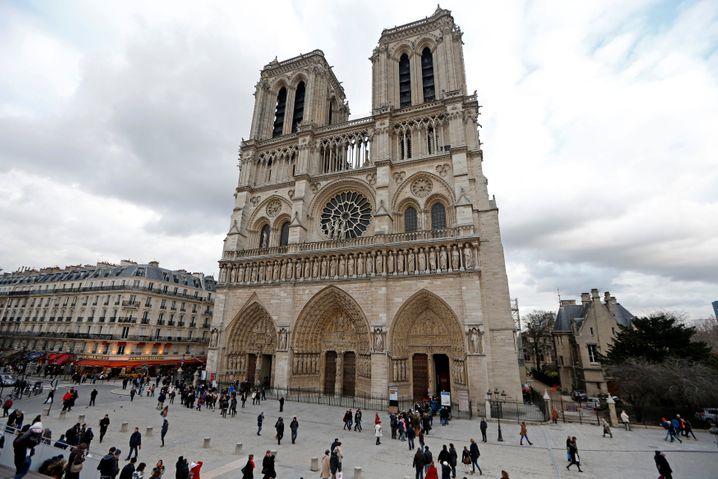 Emmanuel Macron hat einer identischen Rekonstruktion der Kathedrale Notre-Dame zugestimmt