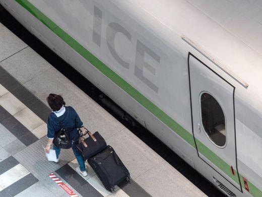 ICE am Berliner Hauptbahnhof: Immer noch geringere Auslastung