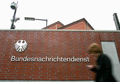 BND-Zentrale in Berlin: Ausgehorchte Journalisten dürfen Auskunft erhalten
