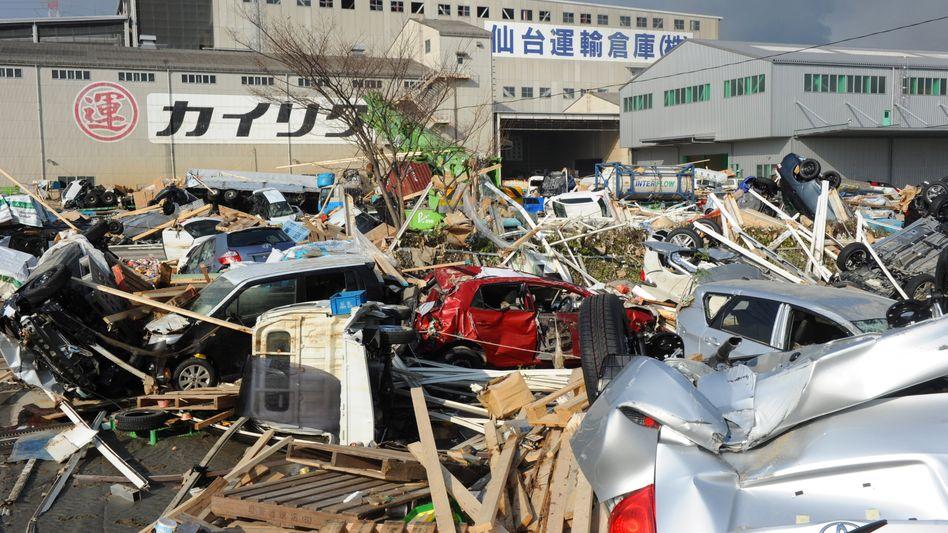 Zerstörung im Hafen von Sendai: Hoffen auf einen Boom wie 1995