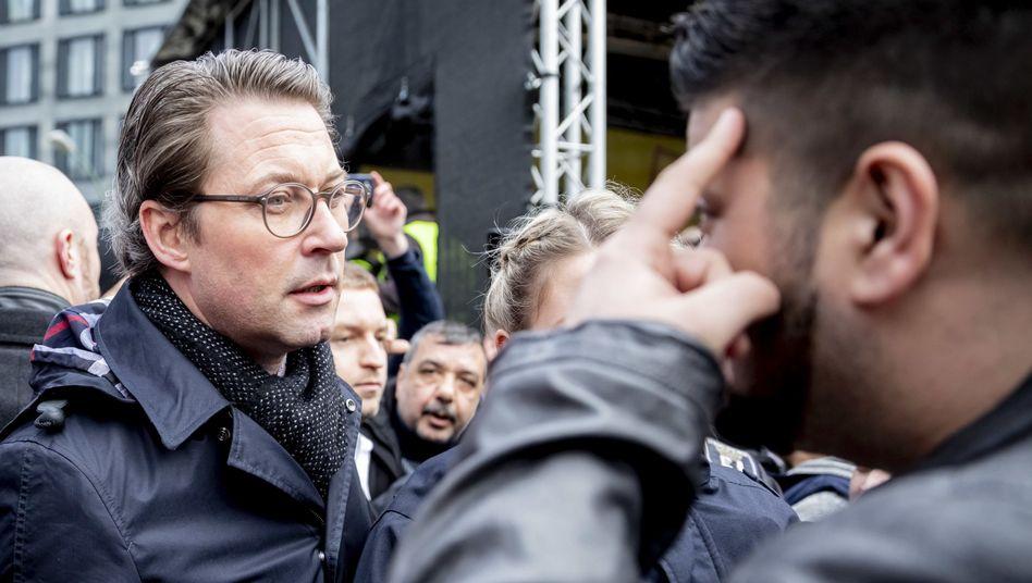 Bundesverkehrsminister Andreas Scheuer (CSU) bei einer Kundgebung von Taxifahrern