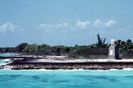 Einsam am Strand seiner eigenen Insel: Eine Büste des Kommunistenführers Ernst Thälmann