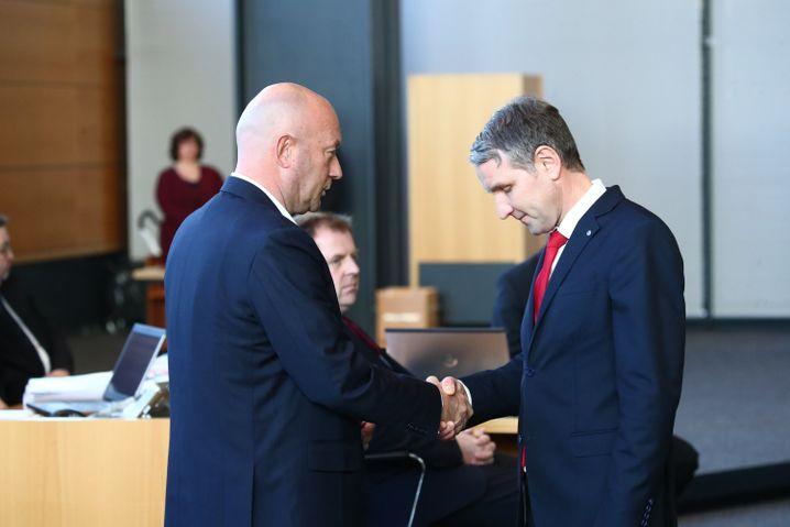 AfD-Fraktionschef Höcke gratuliert dem neuen Ministerpräsidenten Kemmerich, im Februar 2020