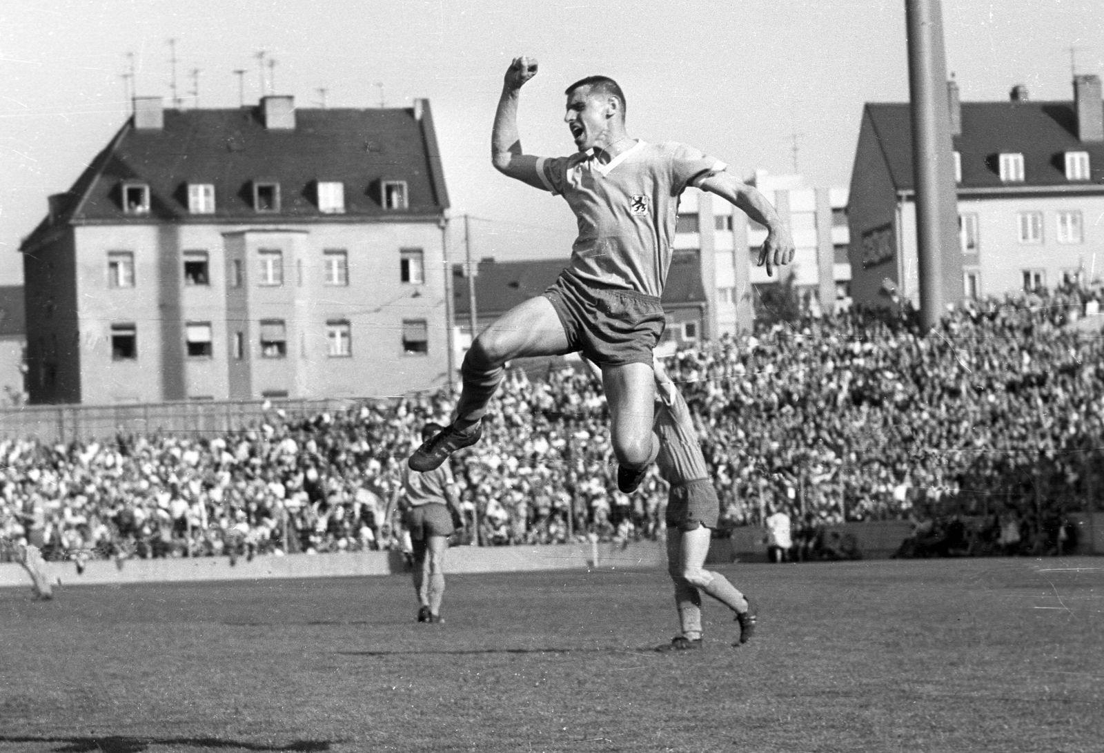 TSV München 1860 Borussia Moenchengladbach am 14 05 1966 3 3 Jubel von Timo Konietzka 1860 im