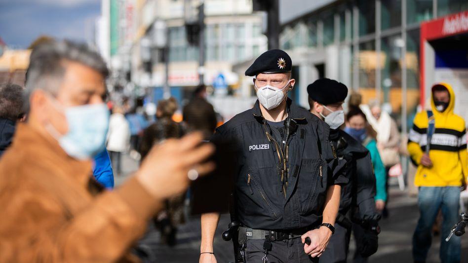 Kontrolle der Bundespolizei auf Einhaltung der Maskenpflicht (Archivbild)