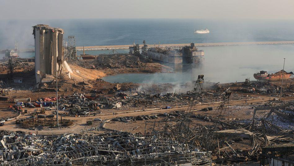 Verwüsteter Hafen von Beirut am Tag nach der Katastrophe
